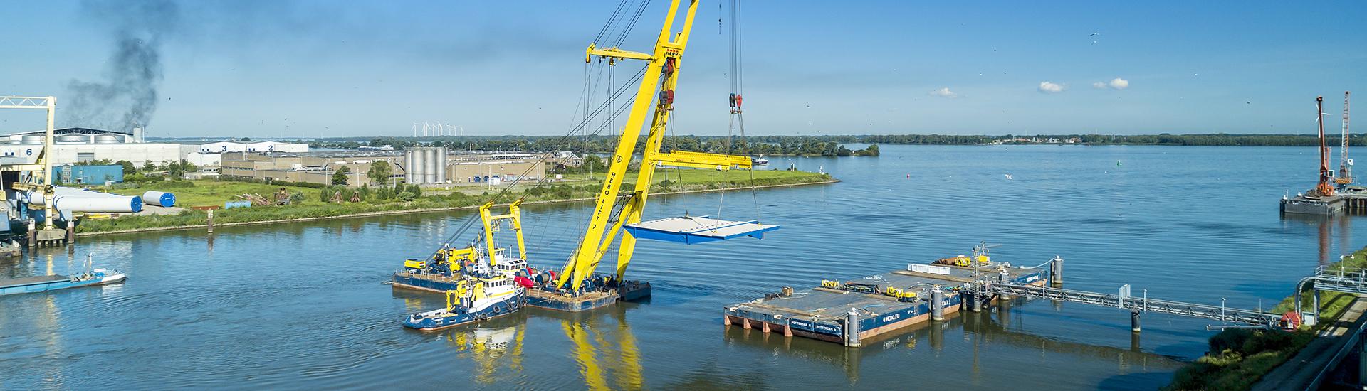 Vervoer en montage nieuwe vallen Wantijbrug, Dordrecht